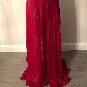 Dresses & Skirts - Beautiful flowey skirt
